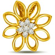 Surat Diamond -  Flower Shaped Diamond Pendant In 18kt Yellow Gold - P932