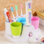 Family Of Three Wash Set With Automatic Toothpaste Dispenser Holder - Ra728