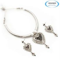 Vendee Fashion Maroon & Green Alloy Necklace Set 6855