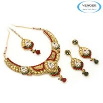 Vendee Fashion Maroon & Green Alloy Necklace Set 6860
