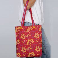 Pick Pocket Canvas Red Tote With Wooden Buttons Hand Bag Torwooden10