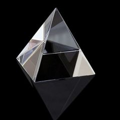 CRYSTAL GLASS PYRAMID FOR POSITIVE ENERGY ( 38 MM )