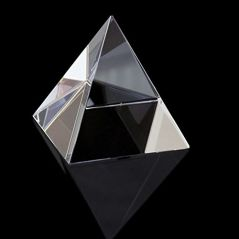 CRYSTAL GLASS PYRAMID FOR GOOD LUCK AND POSITIVE ENERGY ( 90 MM )
