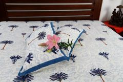 Jodhaa Double bedsheet Set in Cotton Printed in White, Blue and Brown