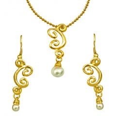 Surat Diamond Trendy Shell Pearl & Gold Plated Pendant & Earring Set with Chain SDS150