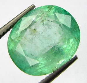 Lab Certified 8.61cts{9.56 Ratti}natural Transparent Colombian Emerald/pann