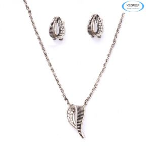 Vendee Fashion Party Wear Pendant Jewelry 5895