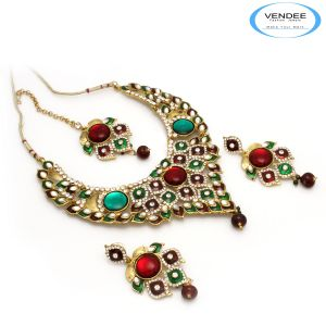 Vendee Fashion Maroon & Green Alloy Necklace Set 6820