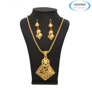 Vendee Indian Design Gold Plated Pendant Jewelry 6888