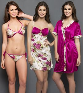 Clovia Set Of 4- Short Print Nighty, Robe, Bra & Panty In Wine