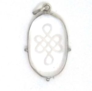 Fengshui Mystique Knot Symbol Engraved Pendant In Sphatik For Good Luck