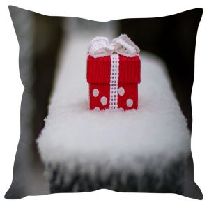Stybuzz Cute Christmas Gift In Snow Cushion Cover
