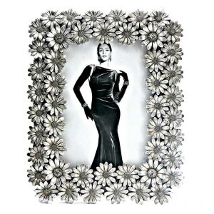 Fabulloso Metallic Flower Photo Frame