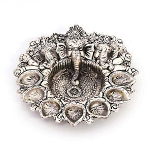 Vivan Creation Pretty White Metal God Ganesha Silver Dia Idol 319
