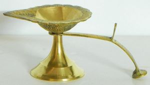 Temple Poojas - Brass One Face Arti Diya/Brass Single Diya With Handle