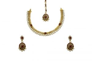 La Trendz Designer Metal Pearl And A D Stone Ruby Moroon Necklace Set(cprs3m)