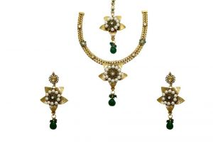 La Trendz Star Shape Ruby And Pearl Green Necklace Set For Women(cprs7g)