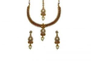 La Trendz Designer Floral Delicate With Pearl Necklace Set For Women(lt1466w)