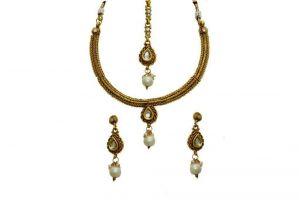 La Trendz Drop Shape Kundan Delicate With Pearl Necklace Set For Women(lt1518w)