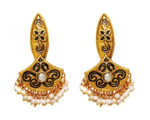 La Trendz Fashion New Black Enamel With Kundan Stone Earrings(lt949w)
