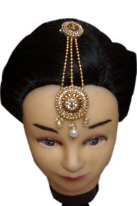 Noorina Traditional Handcrafted Handmade Kundan & Pearl Mathapati Maang Tikka For Women