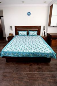 Jodhaa Double Bedsheet Set In Cotton Printed In White, Blue And Green Colour