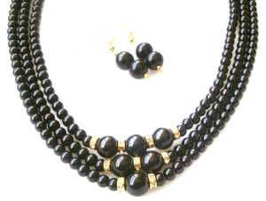 Designer Wear 3 Line Black Shell Pearl Set.