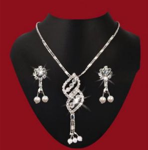 Imititation Jewellery Sets - Delicate American diamond Set