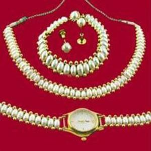 Versatile Fresh Water Pearl Set With Watch & Bracelet