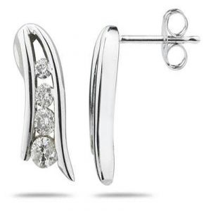 Soie,Port,Ag,Arpera,Pick Pocket,Bikaw,Parineeta Diamond Jewellery - Ag Real Diamond Fancy Shape Earrings