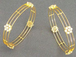 Avsar Real Gold And Diamond Bangles - Avb052