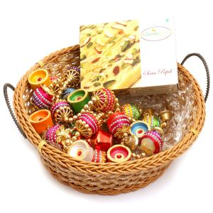 Hampers - Big Cane Basket Basket With Soan Papdi, Toran And Diyas