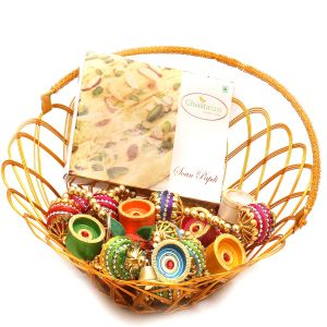 Hampers - Gold Wired Basket With Soan Papdi, Toran And Diyas