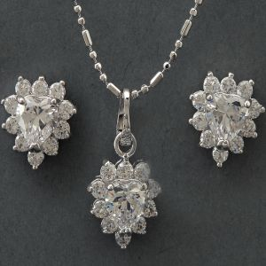Heart Solitaires Pendant Set