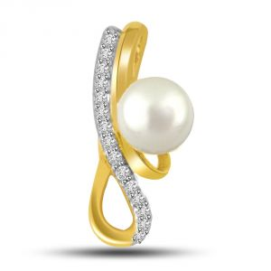 Surat Diamond Very Seren White Round Pearl And Diamond 18kt Gold Pendant For Daily Wear P716