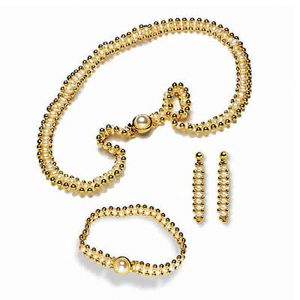 Surat Diamond Enchanting Elegance Pearls Necklace Sp96
