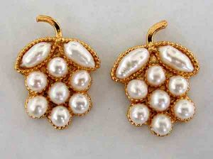 Surat Diamond Lustrous Pearl Present Earrings Se42