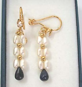 Surat Diamond - Drop Sapphire & Rice Pearl Earring - Se127