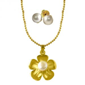 jagdamba,kalazone,flora,vipul,surat diamonds,Mahi Pendants (Imitation) - Surat Diamond Flower shaped Big Button Pearl & Gold Plated Pendant with Chain & pair of Studs SDS215