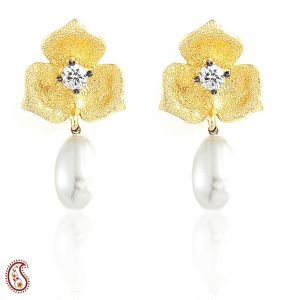 Clover And Pearl Drop Earring In Matte Gold Finish