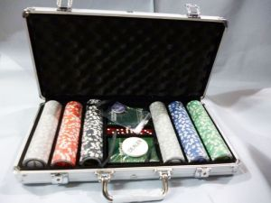 300 PCs Poker Chip Set Casino Size With Aluminium Carry Case. Poker Set