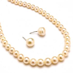 Single Line Peach Pearl Necklace