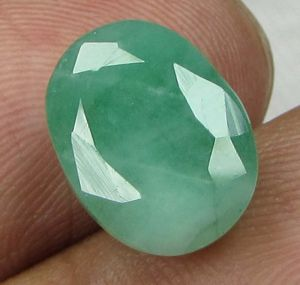 Buy Lab Certified 5.60cts(6.22 Ratti) Natural Untreated Zambian Emerald/panna online