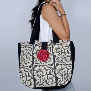Pick Pocket Canvas Accrue Handbag With Rose Hand Bag Hnacblkrose14