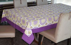 Buy Lushomes 6 Seater Ragular Bold Printed Table Cloth online