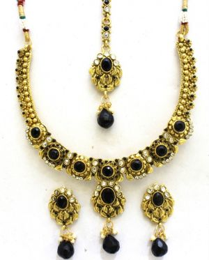 Buy Latrendz Golden Alloy Traditional Necklace Set With Maang Tikka online