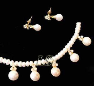 Buy Exclusive Pearl Set - Samyukta online