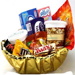 Buy Gifts Hamper-namkeen Dryfruit Chocolate Hamper online