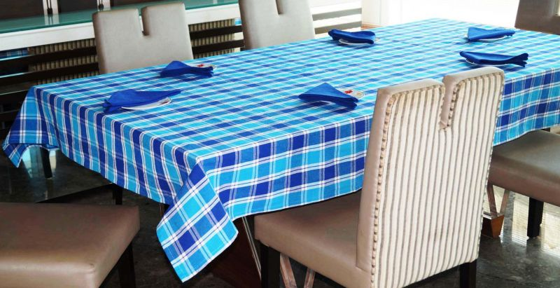 Buy Lushomes Yarn Dyed Blue Checks 6 Seater Table Cloth & Napkins Set online
