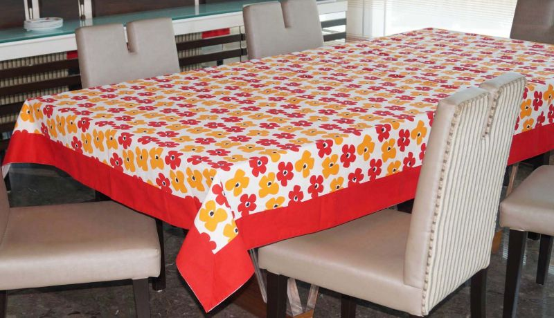 Buy Lushomes 8 Seater Basic Printed Table Cloth online